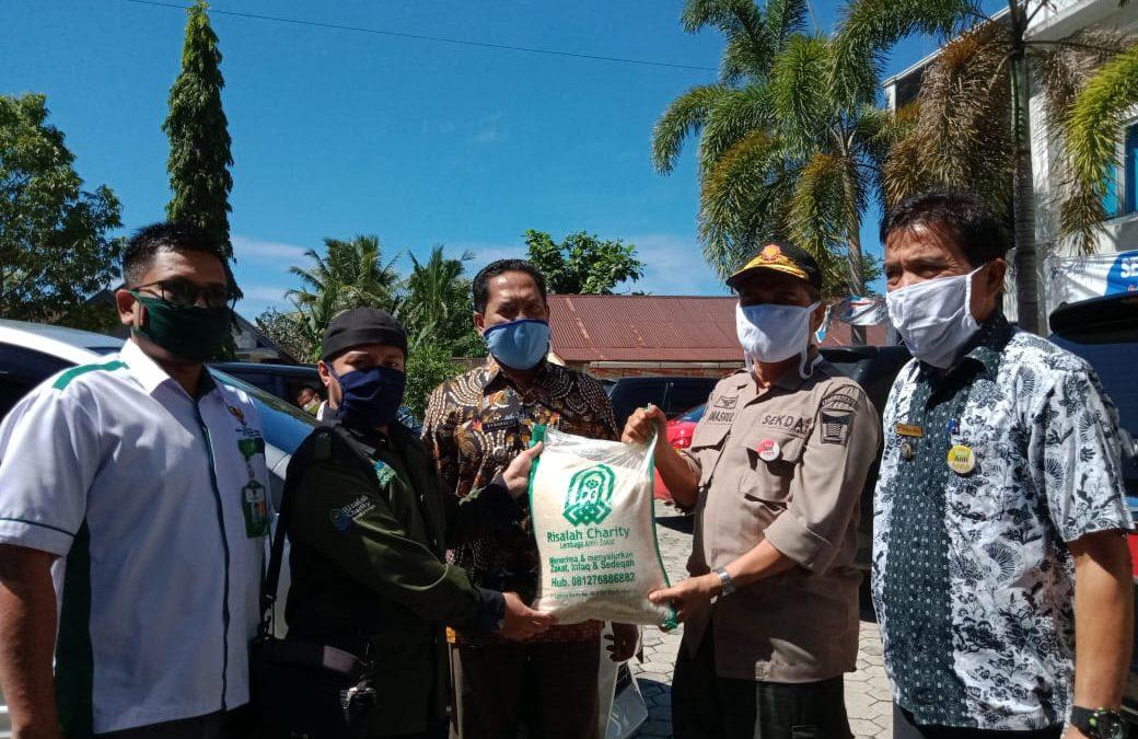 LAZ Risalah Charity Serahkan Bantuan Beras pada Warga Terdampak Covid-19