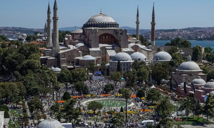 Publik Eropa Puji Pembukaan Hagia Sophia
