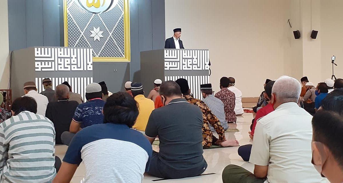 Sebelum ke KPU; Mahyeldi Berikan Khutbah Jum'at di Masjid Raya Sumbar