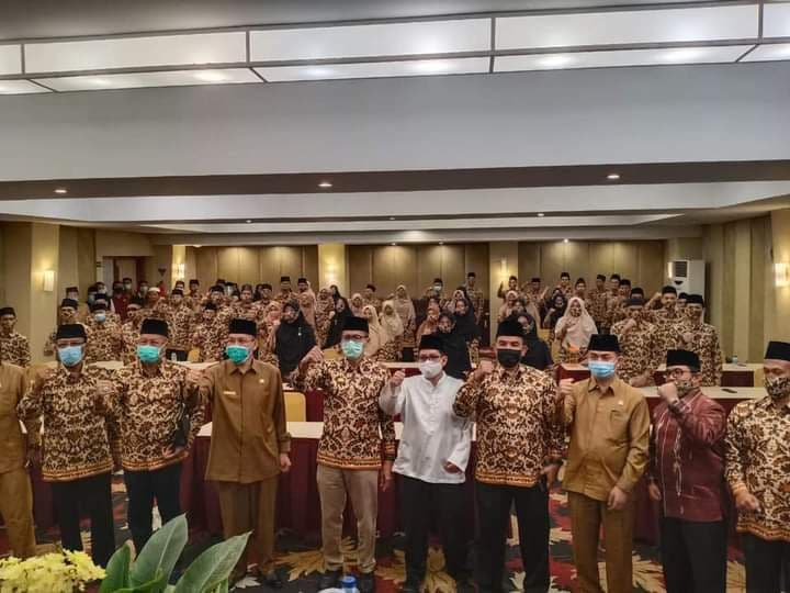 Gubernur Irwan Prayitno Lepas Kafilah MTQ Sumatera Barat